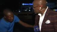 Reporter vor laufender Kamera ausgeraubt