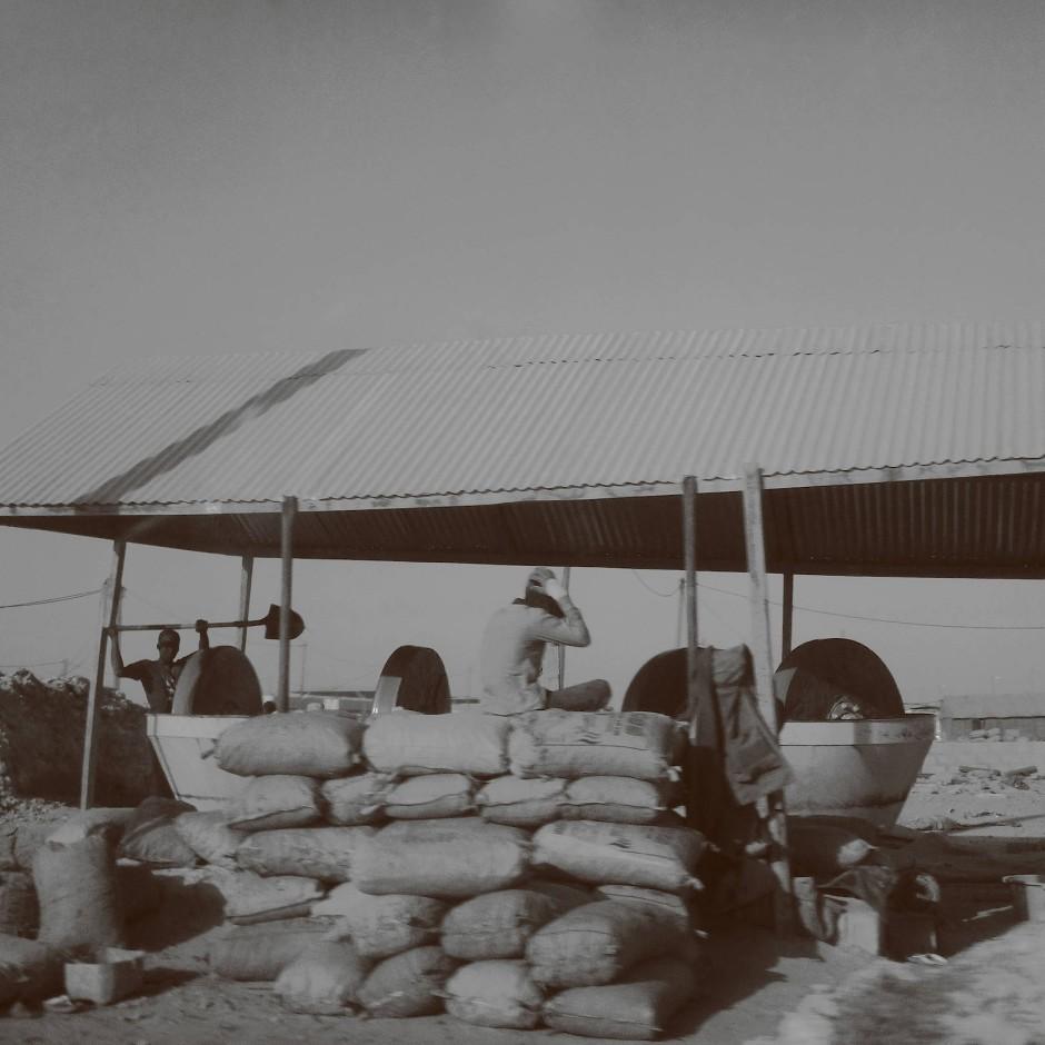 In der Goldarbeiterstadt Chami gibt es kaum Pausen. Die Arbeit wird nur unterbrochen, wenn der Nachschub stockt oder eine Maschine streikt.