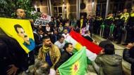 Tausende Kurden demonstrieren gegen Gewalt in Kobane