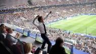 Präsident Emmanuel Macron freut sich über den Sieg der französischen Mannschaft bei der Fußball-Weltmeisterschaft in Russland.