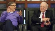 Mit oder ohne Finanzforschung: Warren Buffett (rechts, hier mit Bill Gates) gilt als Guru in der Investment-Szene.