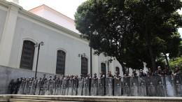 Sicherheitskräfte blockieren von Opposition dominiertes Parlament
