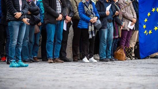 Menschenkette in München gedenkt der Opfer