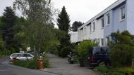 Unter Ensembleschutz: Roter-Hang-Siedlung mit L-förmigen Bungalows in Kronberg.