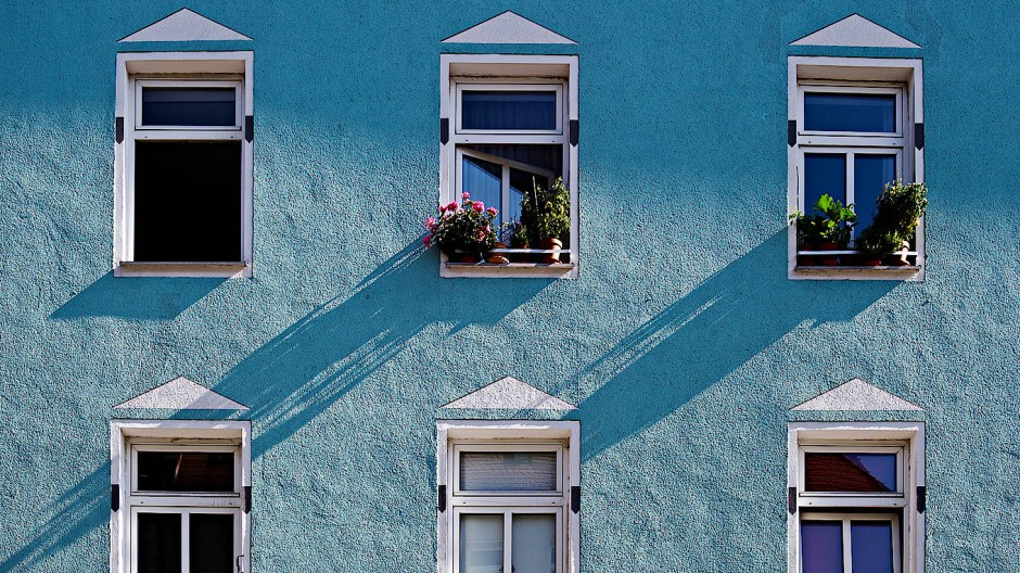 In Deutschland ist der Wohnungsmarkt vielerorts sehr angespannt. Um eine Wohnung zu bekommen, ziehen Bewerber manchmal alle Register.