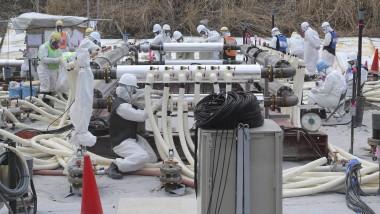 Hochrisikozone: Arbeiter in Fukushima versuchen, Grundwasser mit einem Eiswall unter der Erde abzufangen