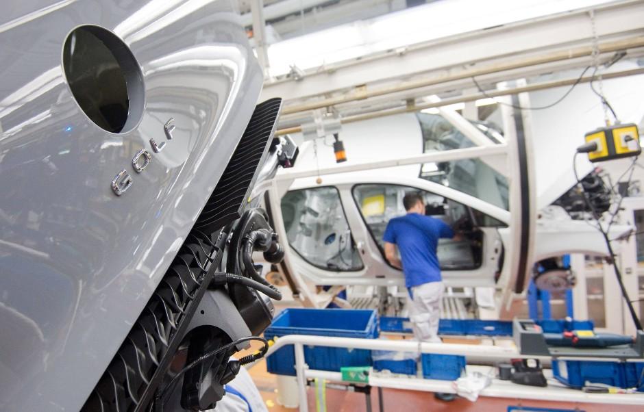 Der Golf VIII in einem VW-Werk