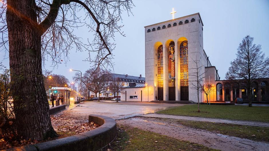 Kunstwerk, frisch restauriert: die Frauenfriedenskirche in Bockenheim