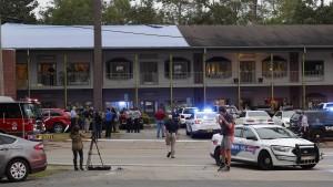 Tote und Verletzte nach Schüssen in Yoga-Studio und Nachtclub
