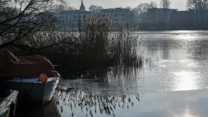 Trotz eisiger Temperaturen Gefahr auf dünnem Eis