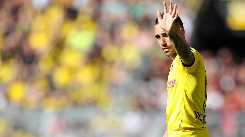 Bestens in Dortmund angekommen: Der Spanier Paco Alcácer grüßt als Borussen-Torjäger.