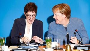 Zwölf Kandidaten wollen Merkel beerben
