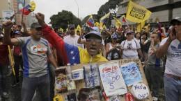 Vier Tote bei Protesten vor Großdemonstrationen