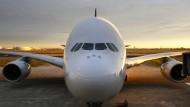 Ein Airbus A380 der Singapore Airlines auf dem Rollfeld