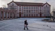 Der Exerzierplatz in in Pirmasens ist leergefegt, doch vielen Bewohnern ist die Stadt inzwischen zu voll.