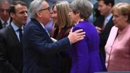 Einig wie selten: Emmanuel Macron, Jean-Claude Juncker, Federica Mogherini, Theresa May und Angela Merkel am Donnerstag in Brüssel