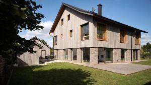 Holzhaus mit Dillputz