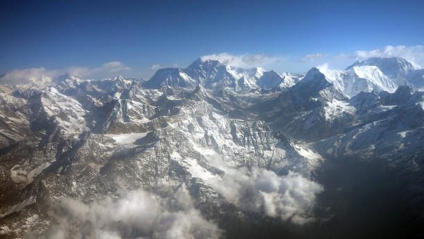 Fünf Leichen im Himalaja gesichtet