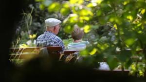 Bald fließen mehr als 100 Milliarden Euro in die Rente