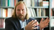 Bündnis90/Grünen-Fraktionschef Hofreiter findet, auch seine Partei könne besser darin werden, Menschen in die zusammenwachsende Welt mitzunehmen.