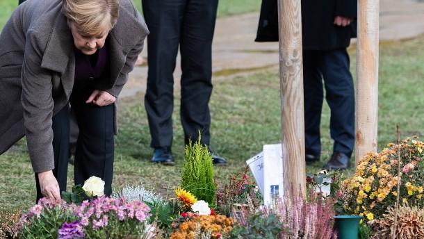 Merkel in Zwickau bei Gedenken für NSU-Opfer
