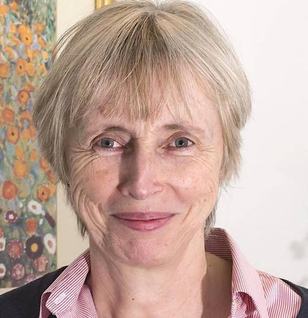 Dame Caroline Dean leitet die Zell- und Entwicklungsbiologie am John Innes Centre in Norwich und erhielt mehrere hohe Auszeichnungen für ihre Arbeit.