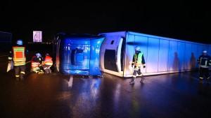 Umgestürzter Lastwagen blockiert A7
