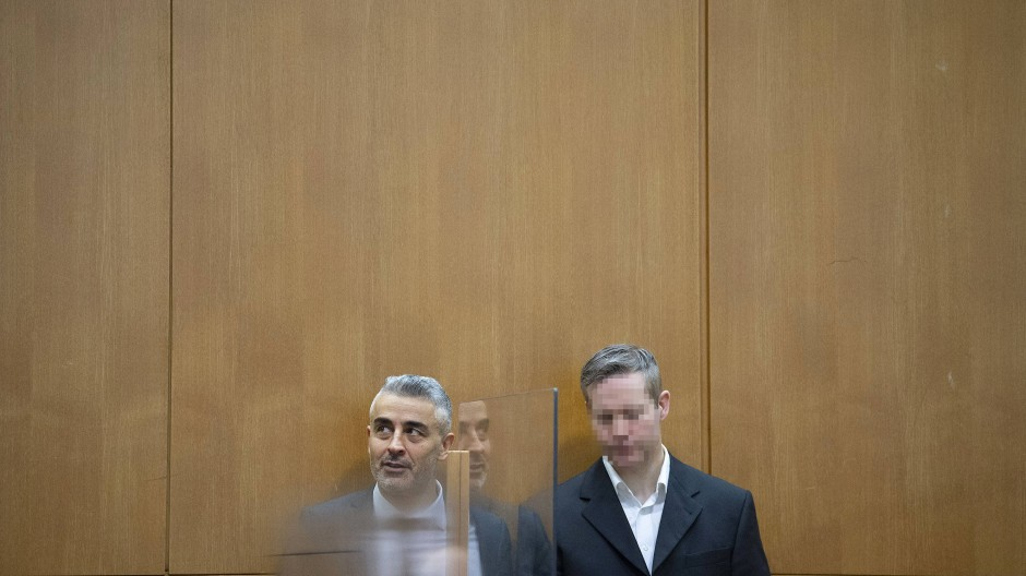 Stephan E. am 14. Januar mit seinem Verteidiger  Mustafa Kaplan