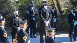 Joe Biden legt Kranz auf dem Nationalfriedhof Arlington nieder