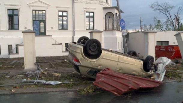 Tornado fegt über Kleinstadt