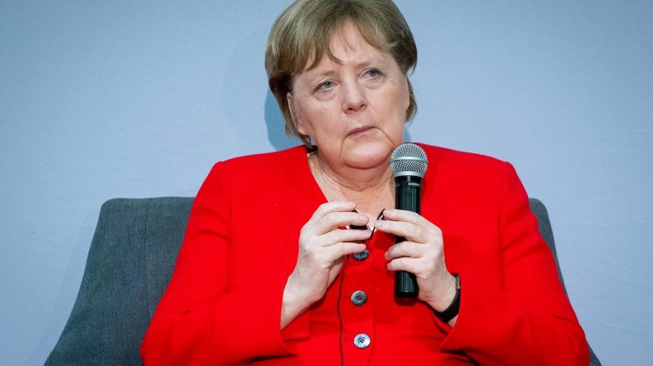 In welcher Rolle sprach sie? Merkels Aussage nach der Wahl des FDP-Politikers Thomas Kemmerich zum thüringischen Ministerpräsidenten ist ein Fall für das Bundesverfassungsgericht.
