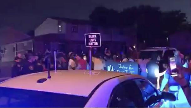 Schwarzer nach Schüssen bei Polizeieinsatz schwer verletzt