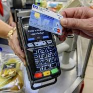 Kontaktlos mit einer Girocard zu bezahlen, wird immer beliebter. An 860 000 Ladenkassen ist es möglich.