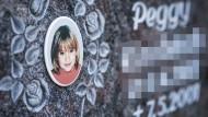 Gedenkstein mit dem Porträt des Mädchens Peggy.