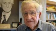 Noam Chomsky im Interview mit der dpa