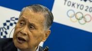 Der Chef des Organisationskomitees für die Tokio-Spiele, Yoshiro Mori spricht in Tokio bei einer Pressekonferenz zu den Olympischen Spiele.