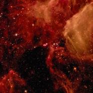 Der Überrest der Supernova SN 1987A, umgeben von Ringen ausgestoßenen Materials inmitten diffuser Gaswolken, aufgenommen mit dem Hubble Weltraumteleskop der Nasa