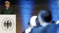 Merkel: Nachrichtendienste sind unverzichtbar
