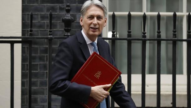 Finanzminister Hammond schließt Sturz Johnsons nicht aus