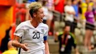 Abby Wambach schießt für die Amerikanerinnen den Siegtreffer.