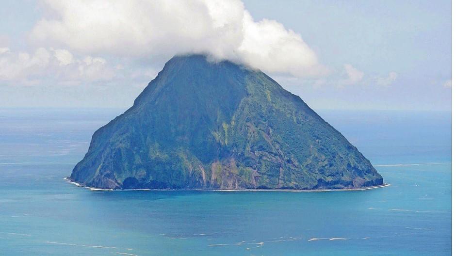 Vor der Küste Japans  kollidieren zwei  Lithosphärenplatten in großer Tiefe. Die Folge sind schwere Seebeben.