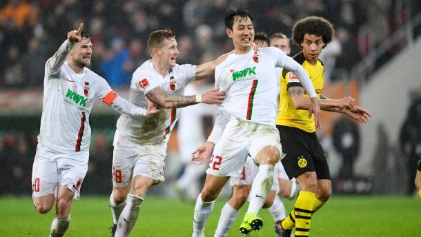 "FC Augsburg feiert Jis ""Geniestreich"""