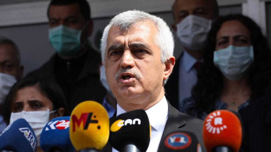 Der HDP-Politiker Ömer Faruk Gergerlioglu bei einer Pressekonferenz am 31. März in Ankara
