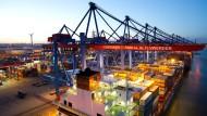 Die Konjunktur – wie hier der Hamburger Hafen – ist in der Dämmerung.