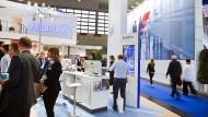 Hier führen Versicherer auch ihre digitalen Anwendungen vor: auf der Maklermesse in der Dortmunder Westfallenhalle