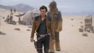 Ohne Han Solo geht gar nichts: Alden Ehrenreich schlüpft in die Rolle des Weltraumcowboys.