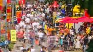 """Dicht an dicht: Besucher der """"Mainspiele"""" am letzten Juli-Wochenende in Frankfurt"""