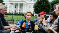 Verteidigungsministerin Ursula von der Leyen vor dem Weißen Haus