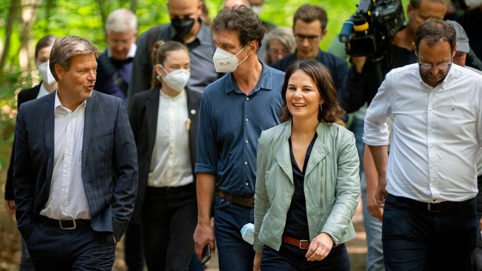 Robert Habeck und Annalena Baerbock am Dienstag im Naturschutzgebiet Biesenthaler Becken in Brandenburg