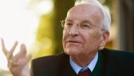 """""""Wir haben mit einem übersteigerten, ausgrenzenden Nationalismus, mit Europafeindlichkeit und Ausländerhass nichts zu tun"""", sagt Edmund Stoiber"""